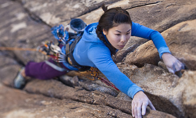 asian-woman-lead-climbing