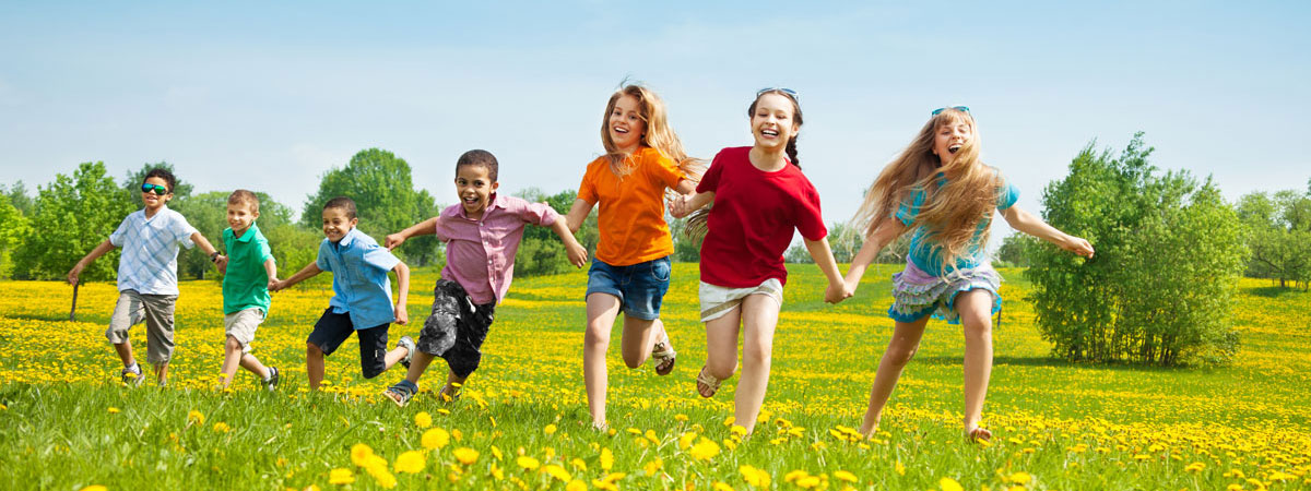 kids-running-in-field