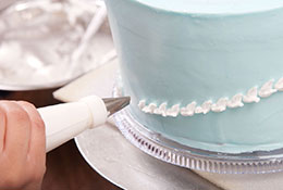 cake-decorating-light-blue
