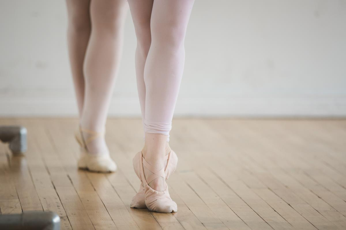 two-dancers-on-their-toes