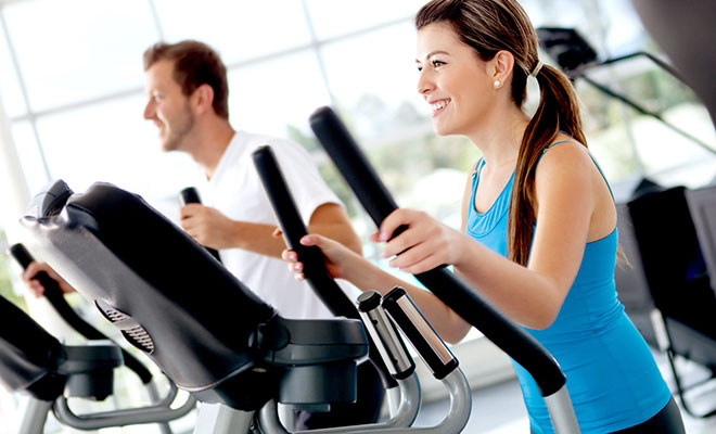couple-on-workout-machines