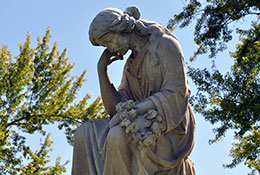 weeping-angel-in-cemetery